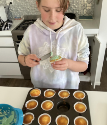 Those cup cakes are looking yummy Rhi!
