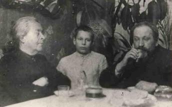 Олександр Шаргей з бабусею і дідусем