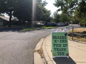 K-2 (Grades) Entrance w/Sign