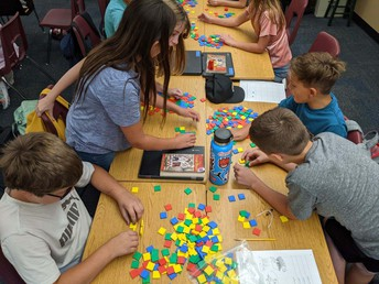5th Grade Students Working Together