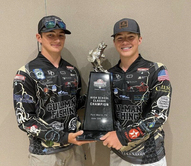 CHS anglers displaying national champ trophy.