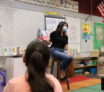 Author Donna Tetreault surprises Cortada students w/ visit and reading!