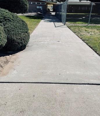 USE SIDEWALKS! NO JAY WALKING