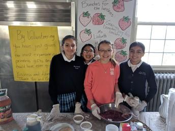 7th Grade Serves at the Volunteer Appreciation Breakfast