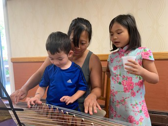 Anne Sui teaches Colin and Connie Consier to play the gucheng