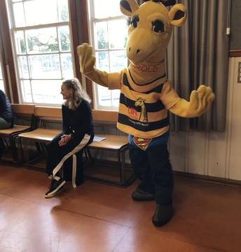 Harold the Giraffe visiting Vogeltown School