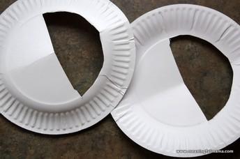 2. Corte una media luna en cada plato