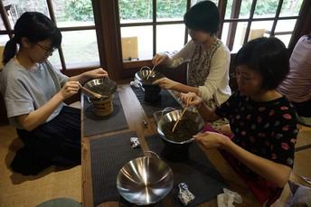 Stir Tea Leaves