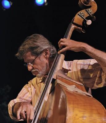 Gunnar Biggs, Bass