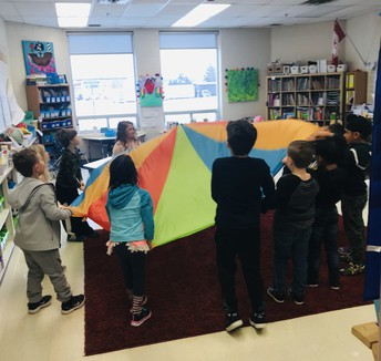 Using the parachute to support our literacy activity in SK/1!