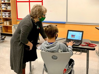 Grantham Middle AP Helping Student with Computer Challenge