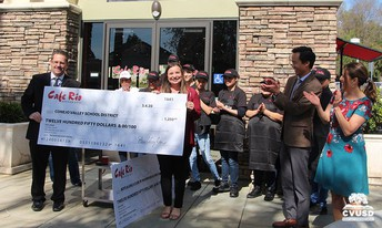 CVUSD  recibe donación de Cafe Rio