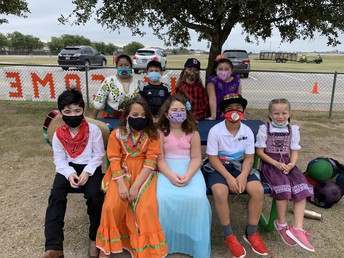 Students in Mrs. Espana's 2nd DL class celebrated 16 de septiembre at recess time!