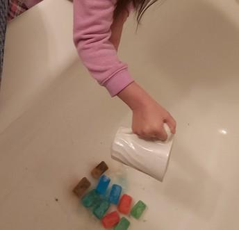 Kindergarten shows fizzy ice cubes