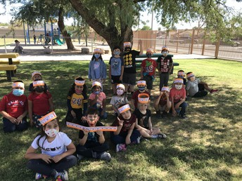 Mrs. Dixon's First Graders | Los alumnos de primer grado de la Maestra Dixon
