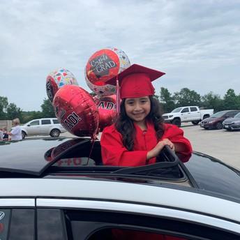 ¡La graduación de kindergarten fue un éxito en GLE!