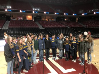 Gold'n'Blues Performs National Anthem at Temple Basketball Game