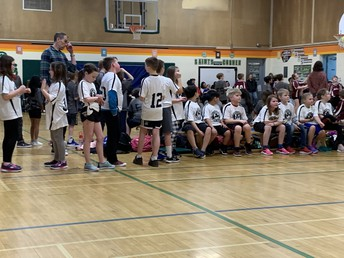 MORE GREAT GR. 4 BASKETBALL ACTION.....