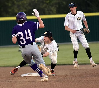 Two Pitchers Work Together As Bonham Warriors Shuts Out Sam Rayburn