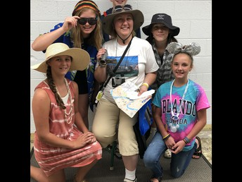 CRMS Tourist Dress Up