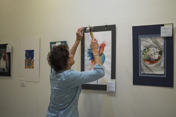 Volunteer in our Art Program!
