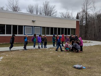 Ms. Shampine's class conduct a science experiment with Mentos and Soda!