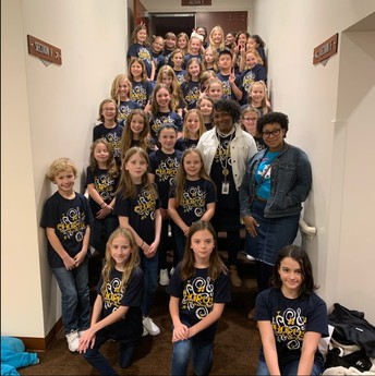 Chorus Club Performs at Pieces of Gold!