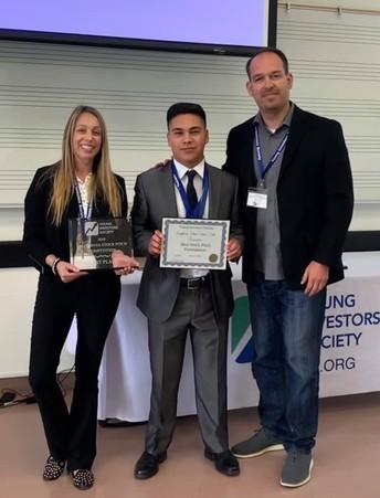 Christian Gómez de la Westlake High School gana la competición joven sociedad los inversores