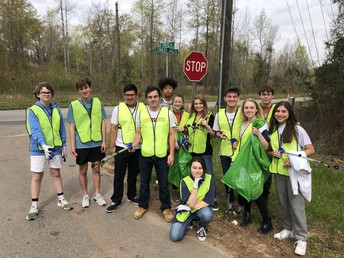 Gators of the Week: Students in CREW 3 Help Beautify our Roads