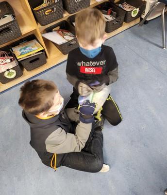 2L is exploring liquids by making ice cream!
