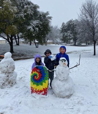 Mrs. Elizondo's (3rd Grade) Family! Double Snowman Building!
