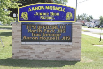 Aaron Mossell Sign