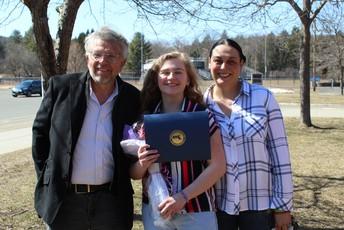 Amelie Rowehl (center) with her parents Greg & Gabriela
