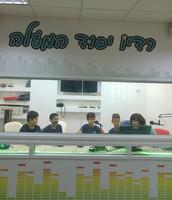 תלמידי הנבחרת עורכים את השידור בנושא משחק הכדורסל