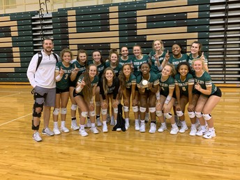 Gators of the Week: Varsity Volleyball Crowned Battle at the Bluff Champions