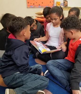 ¡A las estudiantes de GLE les encanta leer!