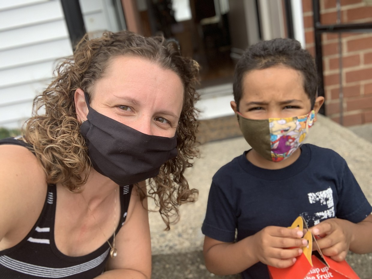 Kinder teacher wearing a mask while visiting her student.