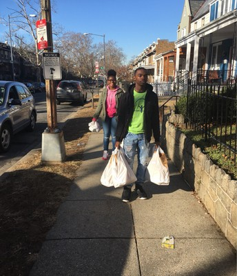 L.E.E.P Scholars deliver food to those in need