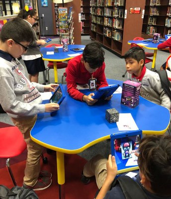 Budewig Library Hosts a Merge Cube Event