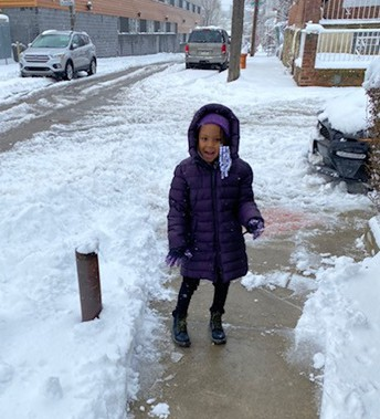 Zahara Mathis excited for her snowy stroll 👣