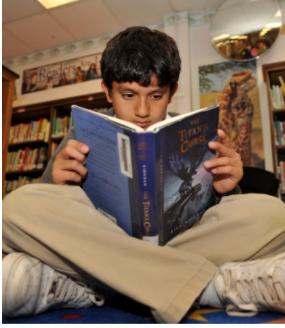 What are KMS students reading? Send your photos for the yearbook! (¿Qué están leyendo los estudiantes de KMS? Envíe sus fotos para el anuario!)