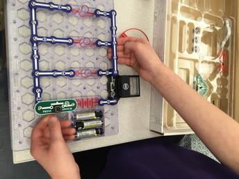 5th Grade Tech/STEM Club: Snap Circuits
