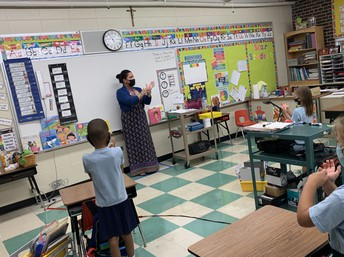 Students Learn American Sign Language
