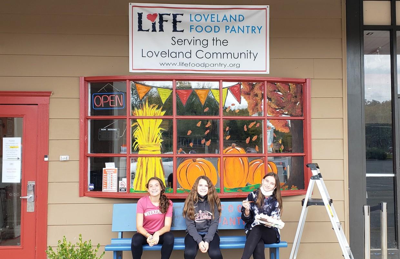 Sofia Reiss, Piper Schaeffer, Lilly Fahrenbach in front of their art work