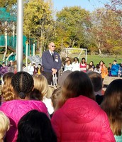 Students Listen to Veteran Share his Story