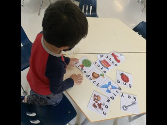 Literacy puzzles in Kinder