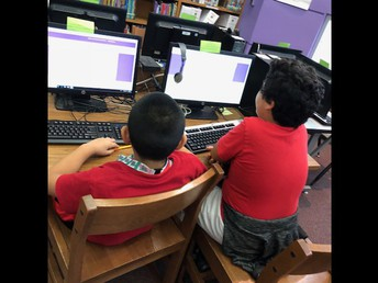 5th grade students working on research