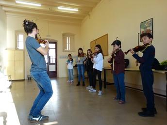 Curs d'estiu per estudiants de violí de nivells elemental i mig (corresponent als llibres 3 al 6 del mètode Suzuki)