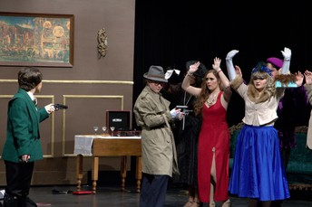 Clue On Stage Image 3