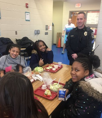 Sgt. Gammon from EV Police Department chats with fifth grade students during lunch